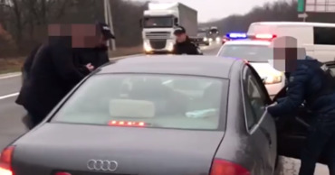 Румына и молдаванку задержали по подозрению в сутенерстве.