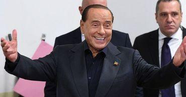 Берлускони упал во время селфи и попал в больницу.