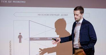Сын Порошенко купил долю в отцовском банке.