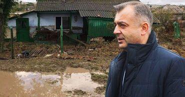 Затяжные ливни привели к наводнению микрорайона Заялпужье в Комрате. Фото: Point.md.