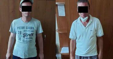 Мужчины избили владельца дома и украли у него 500 леев и мобильный телефон.