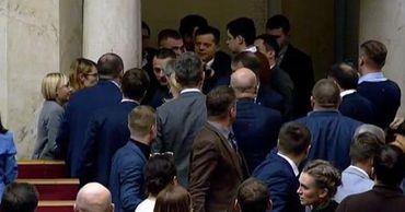 """В Раде подрались депутаты """"Слуги народа""""."""