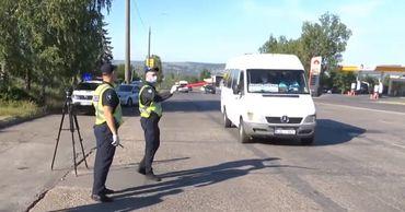 Двух водителей микроавтобусов оштрафовали за несоблюдение мер.