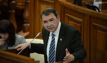 Депутат от фракции Партии социалистов, экономист Владимир Головатюк.