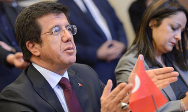 Министр экономики Турции Нихат Зейбекчи в среду.