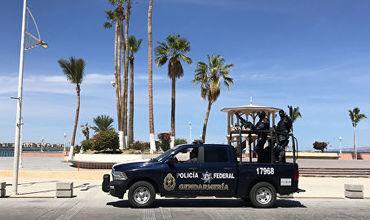 На месте полиция обнаружила двух убитых внутри дома и еще пять тел снаружи.