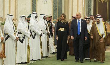 Мелания Трамп отказалась покрывать голову в Саудовской Аравии