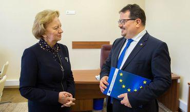 Стороны обсудили вопросы отношений между ЕС и РМ, а также политическую ситуацию, сложившуюся в Молдове после выборов.