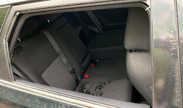 На Ботанике неизвестные разбили стекла припаркованных автомобилей