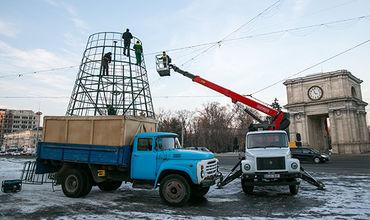 Ёлку на центральной площади Кишинева демонтируют во вторник