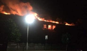На севере Одесской области молния попала в школу: пожар уничтожил этаж