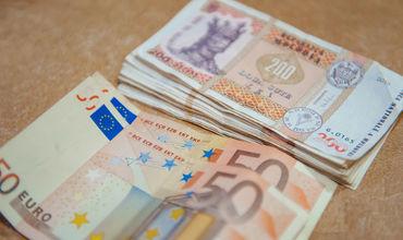 Евро и доллар подешевеют по отношению к молдавскому лею.