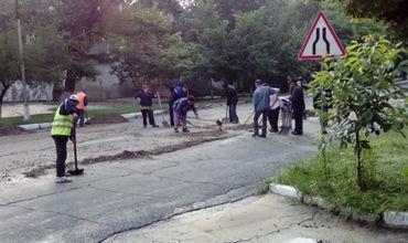 Экономические агенты из Чадыр-Лунги проводят ремонтируют дороги.