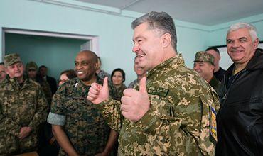 Порошенко подписал закон о гендерном равенстве в украинской армии.