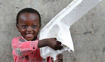 Во что играют дети в африканских трущобах
