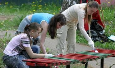 Слободзейские подростки за помощь в благоустройстве территории школы получат зарплату.