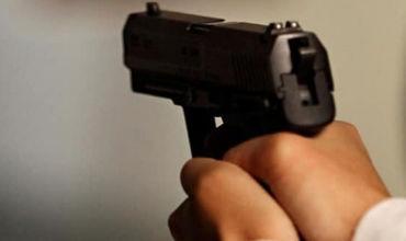 Un şofer a tras două focuri de armă în aer și a fugit
