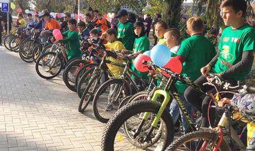 В коммуне Манта обустроили две парковки для велосипедов