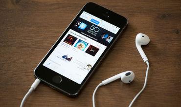Запись вошла в 40 лучших песен американского iTunes.
