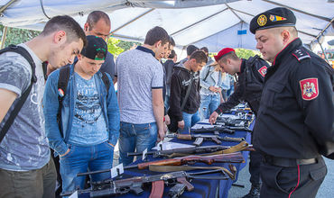 Военное представление прошло в столице по случаю Дня призывника.