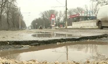 Бельцкие автомобилисты жалуются, что за зиму ям на дорогах стало больше