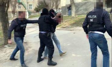 Сотрудники правоохранительных органов задержали мужчину, шантажировавшего гражданку Германии.