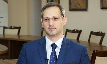 Игнатьев сообщил, что международные партнеры пристально следят за ситуацией с закрытием счетов предприятий.