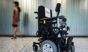 Аэропорты и госпитали оснащают инвалидными робокреслами.