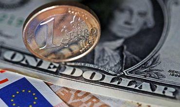 Доллар подешевеет, а евро подорожает по отношению к лею.
