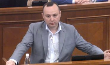 Депутат фракции Партии социалистов Влад Батрынча.
