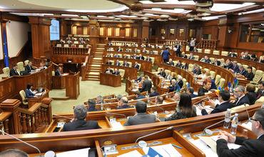 Депутаты повторно приняли законопроекты, которые были отклонены Додоном