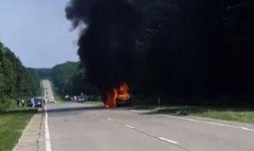 На трассе под Страшенами загорелся автомобиль.