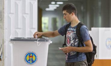 К избирательным урнам в день выборов имеют право прийти 2 853 802 человек.