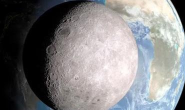На обратной стороне Луны практически нет ровных участков.