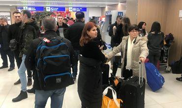 Десятки пассажиров рискуют застрять в аэропорту на несколько дней.