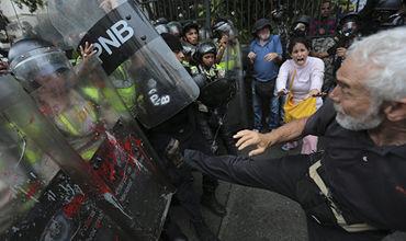 В Венесуэле в результате протестов и грабежей погибли четыре человека. Фото: AP Photo