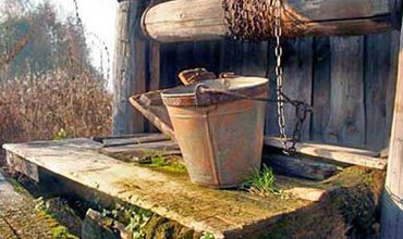 Вредные вещества могут проникнуть в питьевые колодцы.