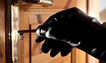 Разыскиваемого за кражу поймали за очередным преступлением.