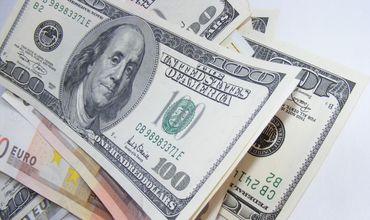 Доллар сохраняет позиции и торгуется по 19 леев 80 банов.