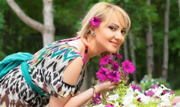 În presă au apărut informaţii precum că Adriana Ochişanu se pregăteşte să-şi oficializeze relaţia cu noul său iubit.