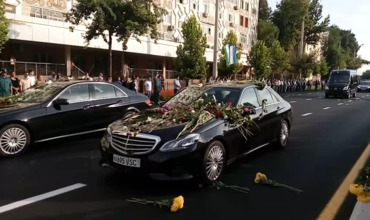 Кортеж с телом Ислама Каримова проехал по улицам Ташкента в аэропорт.