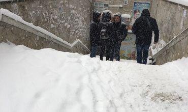 В Кишиневе снегом замело подземные переходы.