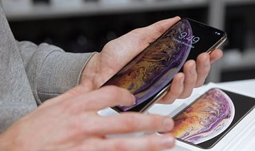 Huawei наказала сотрудников за новогодний пост с iPhone.