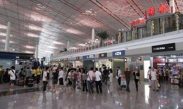 Из-за дождей отменены 470 рейсов в международном аэропорту Пекина