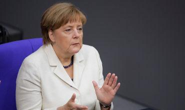 По словам Меркель, в настоящее время Евросоюз не в состоянии защитить себя, и не может все время полагаться на трансатлантическое партнерство с США.