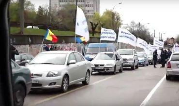 Сотни автолюбителей участвуют в автопробеге против грабительских штрафов и тарифов.