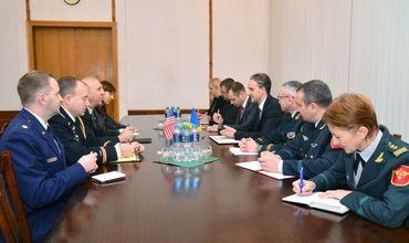 Евгений Стурза встретился с послом США в Молдове Джеймсом Петтитом.
