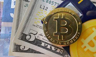 Курс биткоина впервые превысил отметку $1950 на фоне снижения доллара.