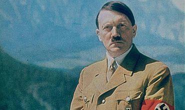 Гитлер покончил жизнь самоубийством 30 апреля 1945 года в окруженном советскими войсками Берлине.