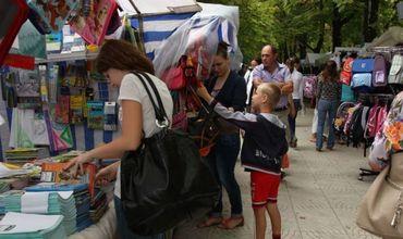 Материальную помощь для подготовки учеников к новому учебному году получат около 8 тысяч человек из Кишинева. Фото: jc.md.